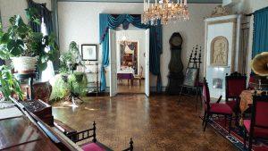 Näkymä Palanderin talon salista kohti ruokasalia ja herrainhuonetta
