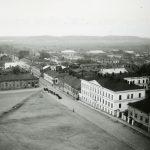 Kuva 12: Tori kirkontornista kuvattuna vuonna 1906.