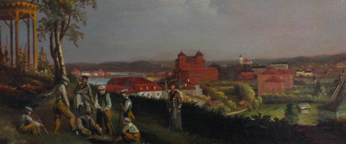 Valokuva taiteilija Johan Knutsonin maisema-aiheisesta öljyvärimaalauksesta. Maalauksen etualalla näkyy kuusi vankia ja kaksi vartijaa Hämeenlinnan kaupunginpuistossa. Hämeen linna ja kaupungin rakennukset näkyvät taustalla.