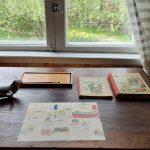 Palanderin talon lastenhuoneen kirjoituspöytä.