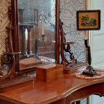 Kampauspöytä ja peili